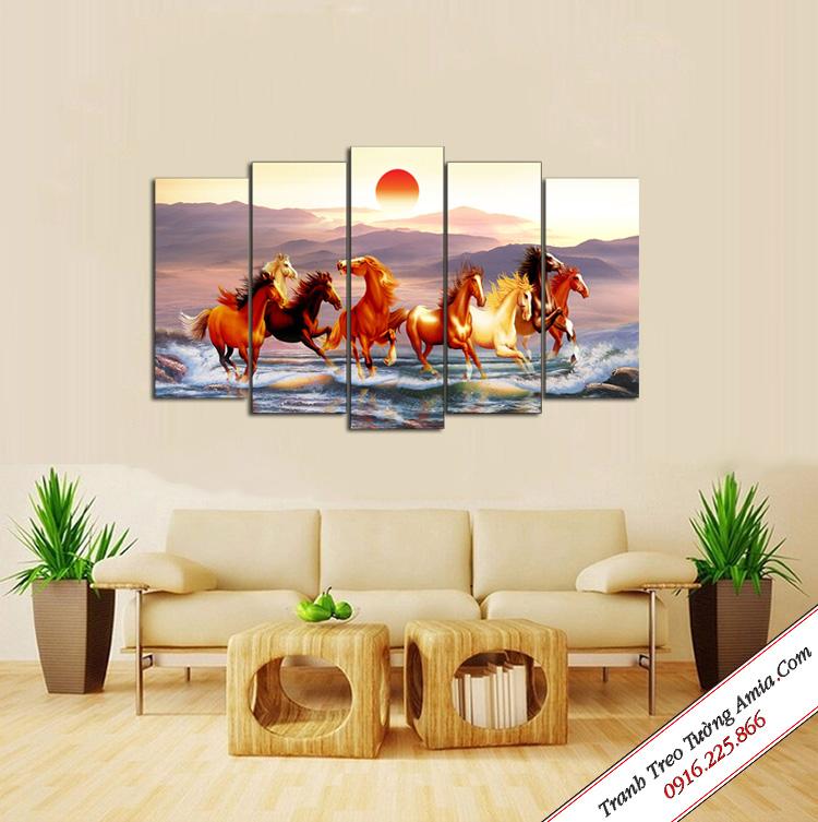 tranh treo phong khach ngua phi nuoc dai
