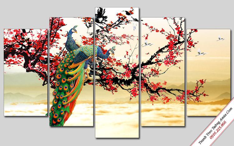 tranh doi chim cong va hoa dao treo tuong