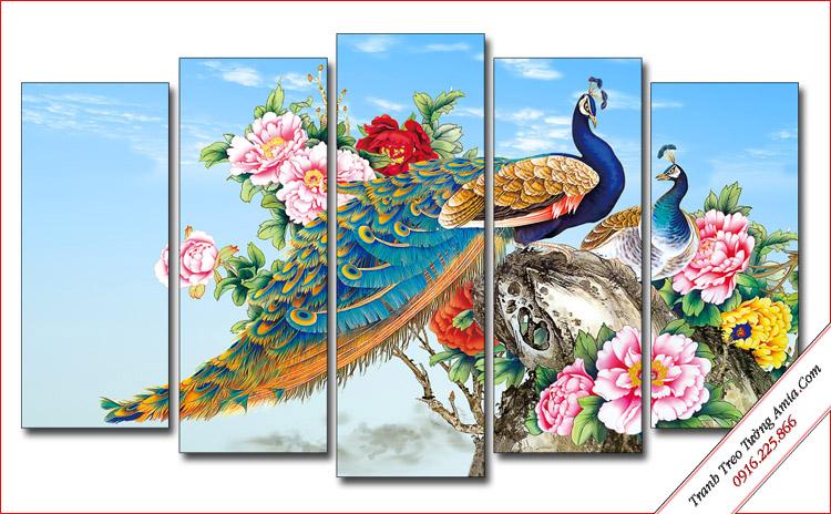 tranh chim cong phong thuy treo tuong phong khach