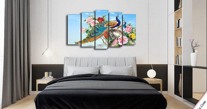 tranh doi chim cong va hoa mau don treo phong ngu