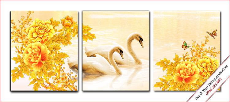 tranh doi thien nga trong ho va hoa mau don
