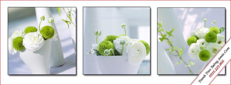 tranh treo tuong loi di binh hoa xanh trang
