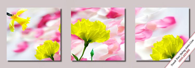 tranh treo tuong nhung canh hoa bay trang tri cau thang