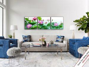 tranh treo phong khach dep hoa sen trong dam