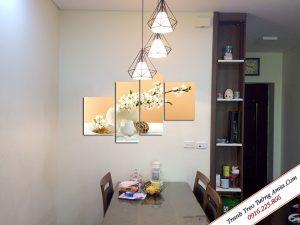 Tranh treo phòng đẹp bình hoa trắng Amia 1258