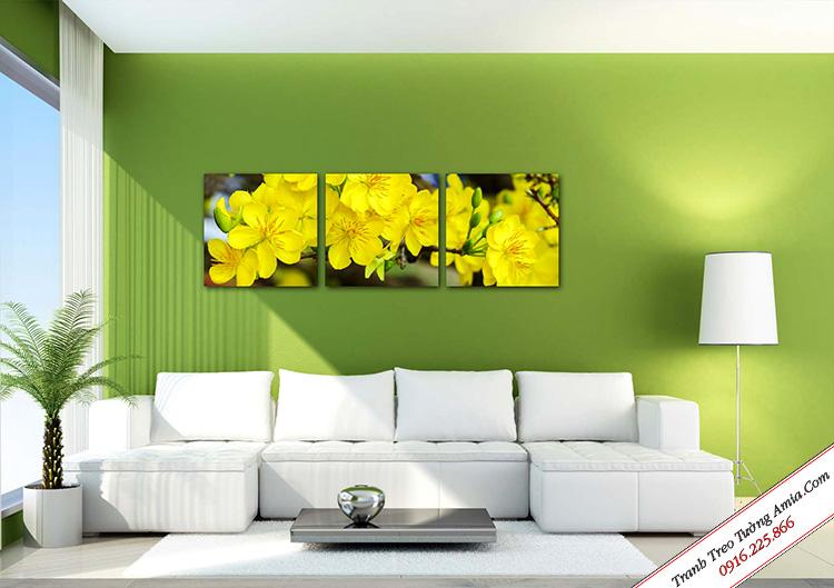 tranh hoa mai vang treo tuong phong khach