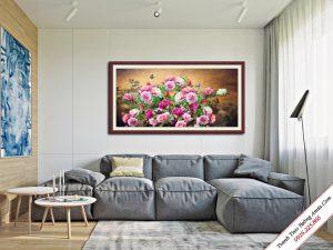 tranh hoa mau don moc tren nui da treo tuong phong khach