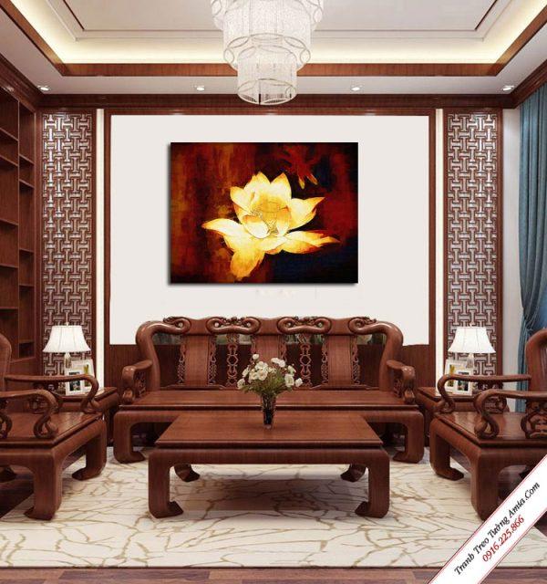 tranh treo phong khach bong sen vang in vai canvas