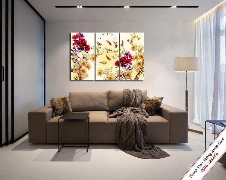 tranh treo phong khach ca chep va hoa mau don