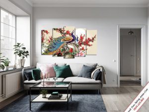 tranh treo phong khach doi chim cong va hoa dao do