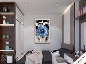 tranh treo phong ngu co gai va hoa in canvas dep