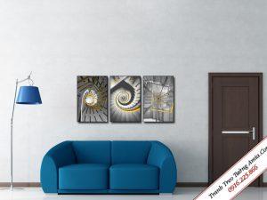 tranh treo tuong in canvas cau thang den trang