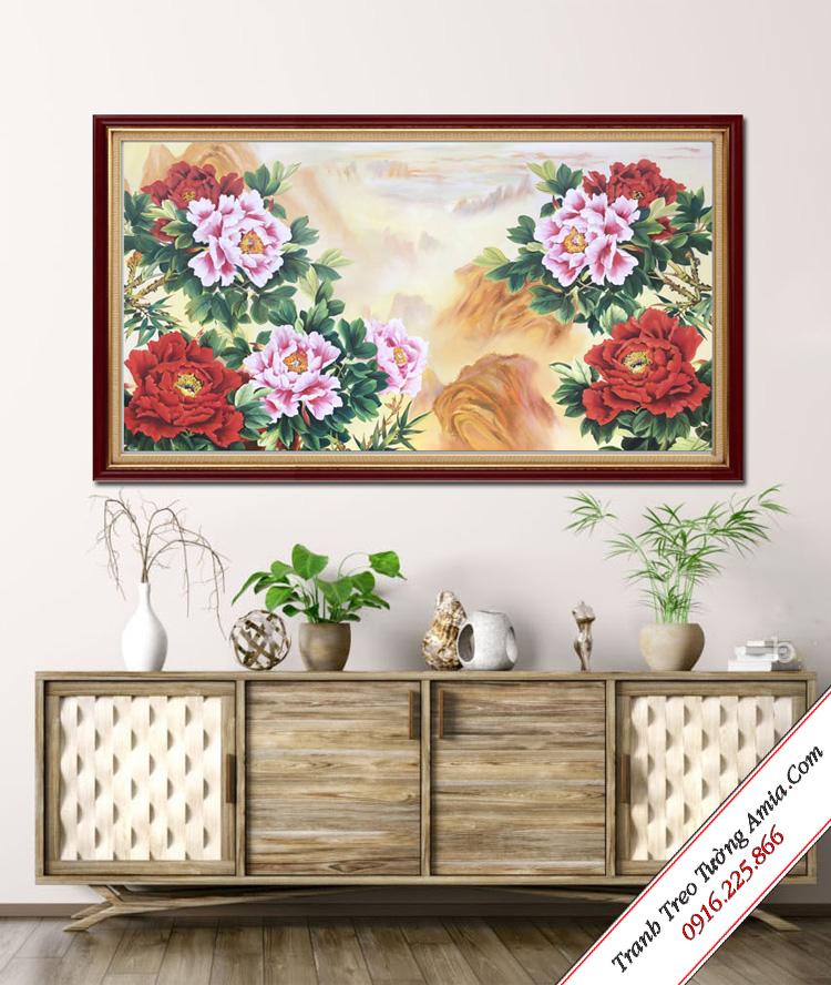 tranh ve son dau hoa mau don tren nui treo phong khach